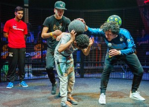 Freestyle clinic door Freestyle voetballer Joshua uit Wilsum gegeven op het NK Panna Knock Out event