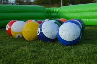 de pool voetballen liggen klaar voor een potje poolsoccer