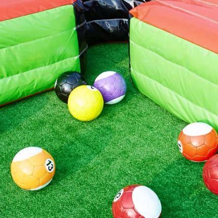 voetballers, poolvoetbal, freestyle voetbal, straatvoetballers, pannaspelers of bubbelvoetbal, alle voetbal activiteiten op één plek en dat is bij voetballerboeken.nl