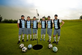 teamfoto voor het spelen van een potje boerenvoetgolf